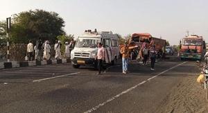 acident-banaskatha-highway-truck