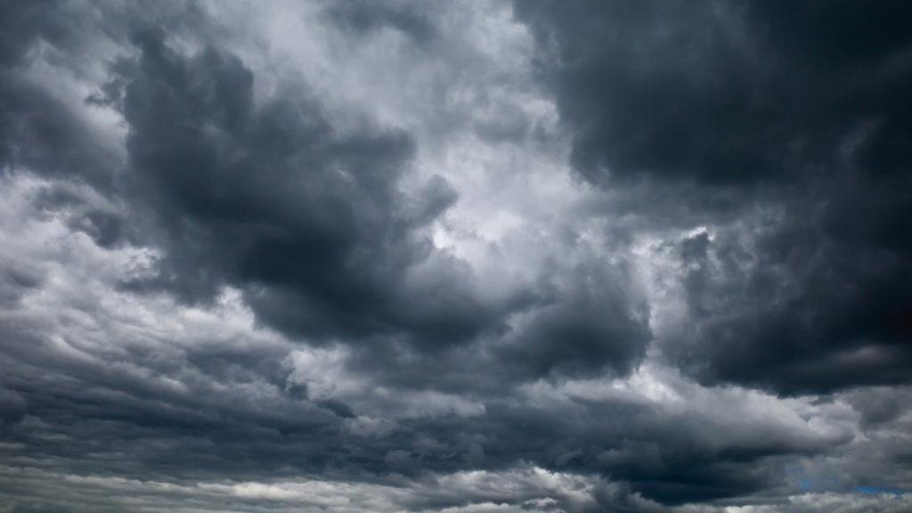 રાજકોટમાં ગઇકાલ સાંજે પણ વાદળાના ગડગડાટ વચ્ચે મોટા છાંટા પડયા રાજકોટ