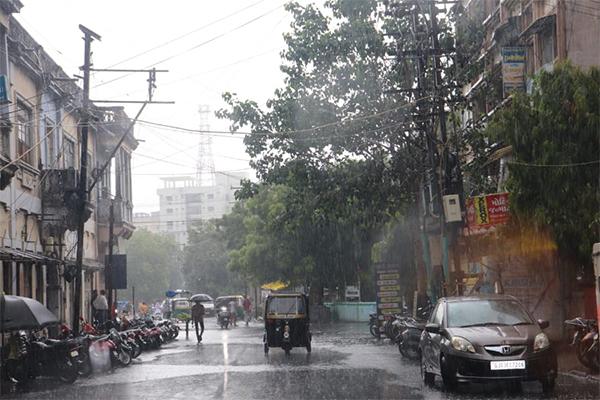 નવરાત્રિના દિવસોમાં હળવાથી મધ્યમ વરસાદની શક્યતા